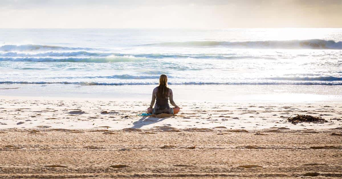 แนะวิธีนั่งสมาธิให้จิตนิ่ง ฝึกจิตก่อนนอนยังไงให้หลับสบาย