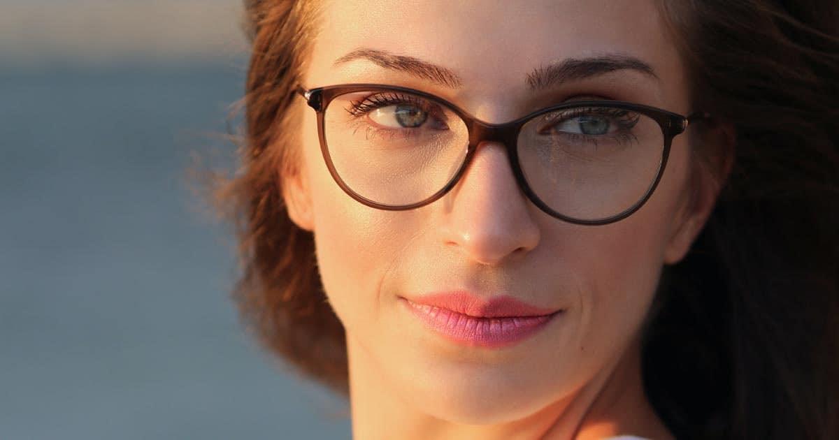 ทรงแว่นสำหรับคนหน้ากลม, แว่นตาสำหรับคนหน้ากลมมีแก้ม