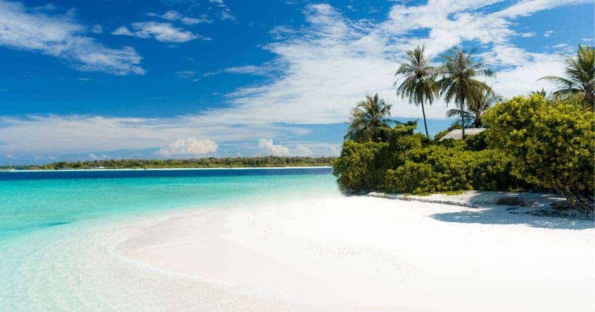 ที่พักเกาะล้านติดหาด, บ้านพักเกาะล้านราคาถูก