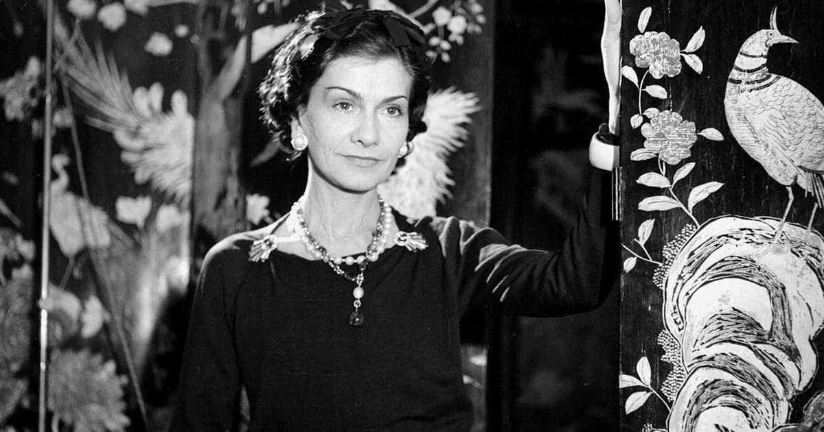 เปิดประวัติ Coco Chanel เจ้าของ กระเป๋าแบรนด์ Chanel กับเส้นทางชีวิตที่ไม่ธรรมดา