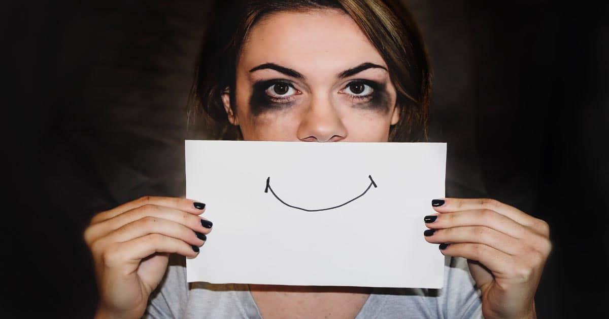 6 คําคมสําหรับคนอกหัก โดนๆ ที่จะช่วยทำให้คุณไม่ต้องกอดเข่าร้องไห้อีกต่อไป