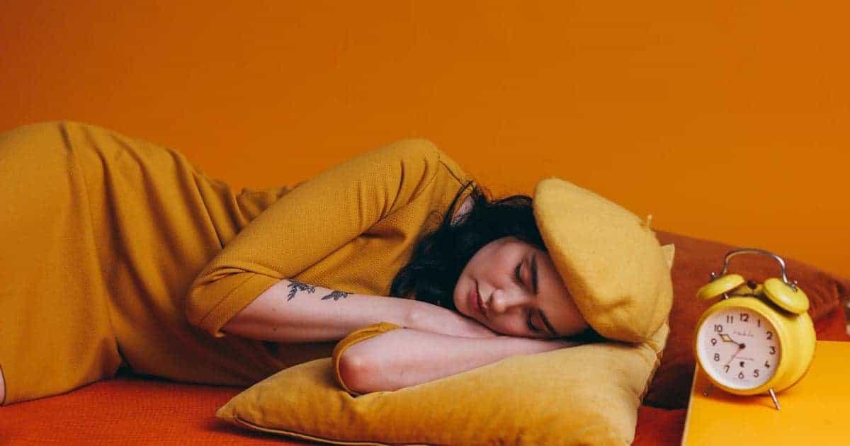 รวมเรื่องน่ารู้เกี่ยวกับอาการ นอนละเมอพูด พร้อมหาคำตอบว่าอาการนี้อันตรายหรือไม่ ป้องกันได้อย่างไร