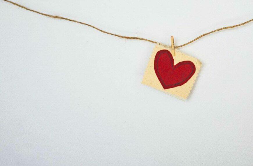 ความหมายของความรักจริงๆ แล้วคืออะไร ? แบบไหนควรค่าแก่การรักษา