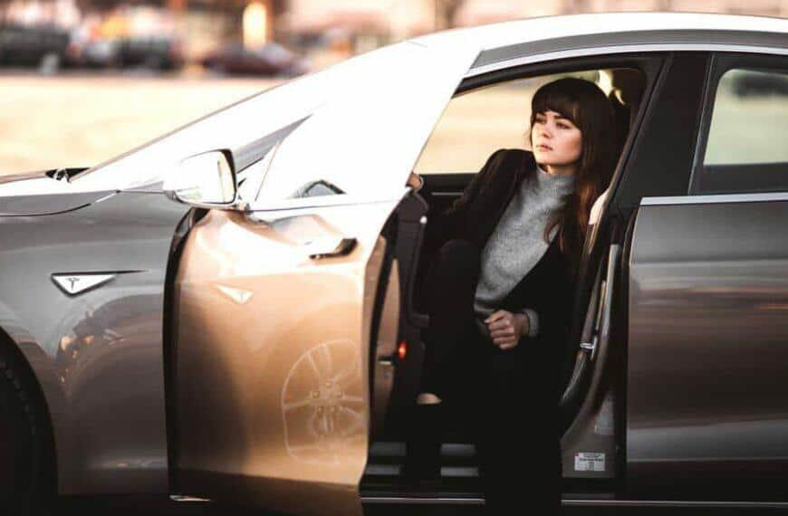 แชร์ทิปส์ในการเลือกรถยนต์สำหรับผู้หญิง พร้อมแนะนำ 5 ยี่ห้อรถยนต์ที่สาวๆ ต้องถูกใจ !