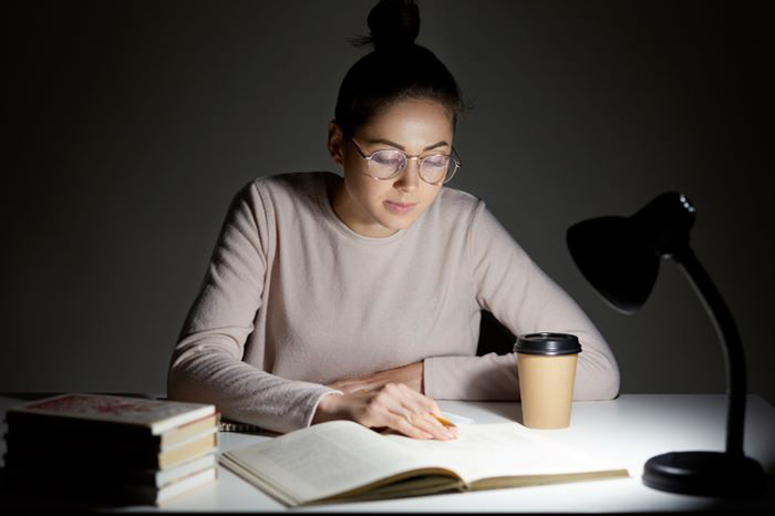 โคมไฟอ่านหนังสือถนอมสายตา, โคมไฟตั้งโต๊ะอ่านหนังสือ
